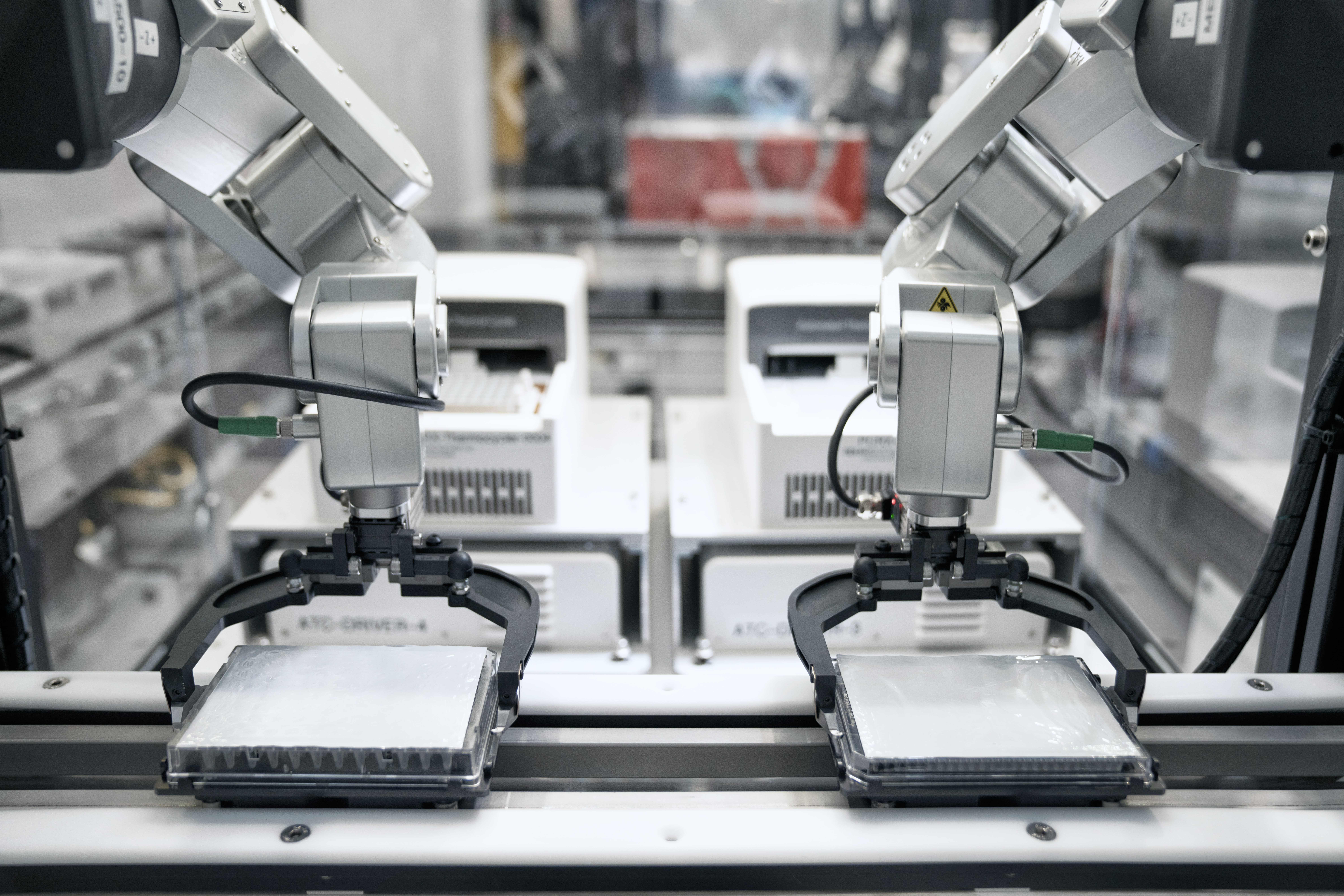 Zymergen uses two meca500 arms in its lab